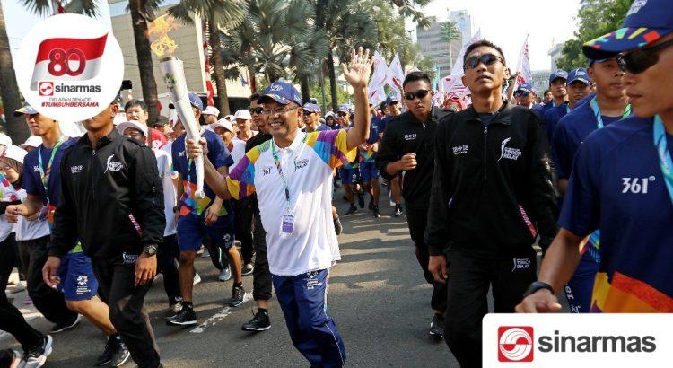 Meriahkan Asian Games, Managing Director Sinar Mas Berlari Arak Obor